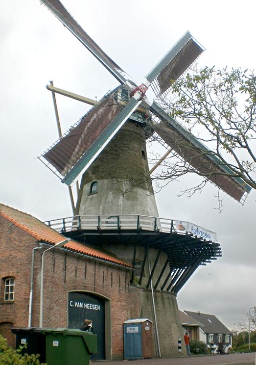 't Vliegend Hert, Gravendeel, 's-, De molen draaiend, speciaal voor de Rabo-Molendag Hoekse Waard.  Foto: Tony Hop (20-10-2012)