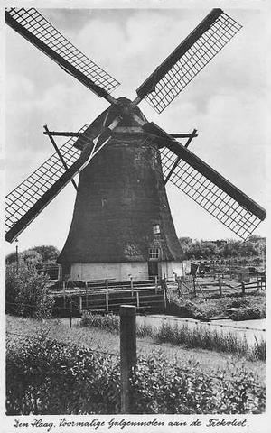 Laakmolen / Galgemolen, Den Haag / s-Gravenhage, Een bijna onherkenbare Laakmolen, waarschijnlijk rond 1930.  Foto: ? (verzameling Rob Pols).
