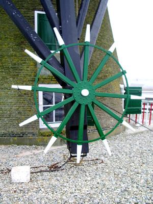 Pendrechtse Molen, Barendrecht, Foto: Barend Zinkweg (2008).  Het onlangs vernieuwde kruirad.