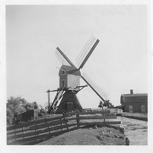 Groenendijkse Molen, Hazerswoude-Rijndijk, De Groenendijkse Molen ± 1940-1945.  Foto: n.n. (Verzameling Ton Meesters.)