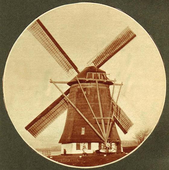 De Prinsenmolen, Rotterdam-Hillegersberg, De malende Prinsenmolen in of omstreeks 1930.  Foto: ? (verzameling Bas Koster).