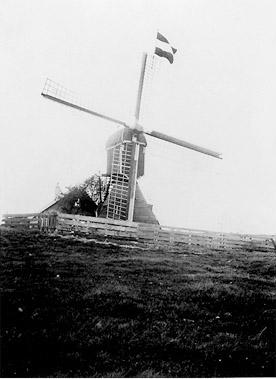Doesmolen, Hoogmade, Foto: ? (verzameling Ton Meesters).  De Doesmolen omstreeks 1930.