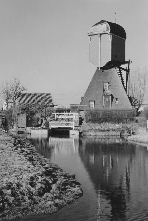 Vlietmolen, Hoogmade, Na de asbreuk van 27 september 1956. Foto uit 1958, ingezonden door Arie Hoek.