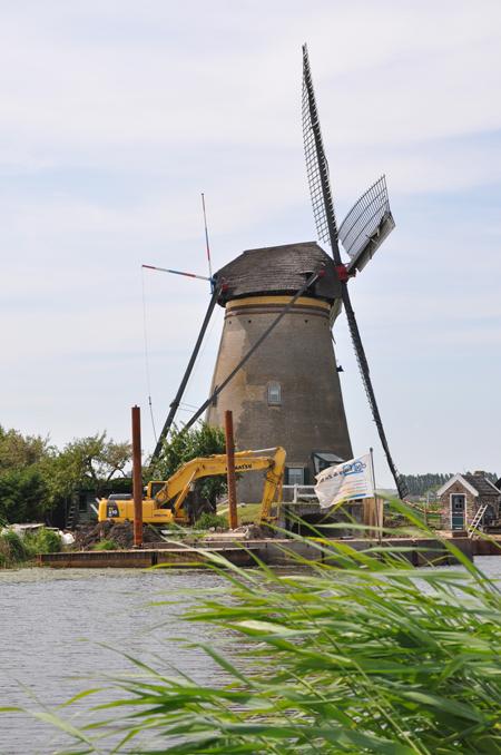 Nederwaard Molen No.3, Kinderdijk, Tijdens herstel van de beide waterlopen.  Foto: Donald Vandenbulcke (17-6-2010).