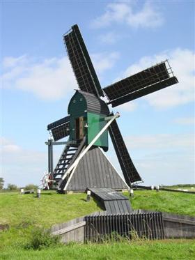 De Bird / Koopmansmolen, Grou (Grouw), Foto: Harmannus Noot (09-09-2006).   Database Nederlandse molens