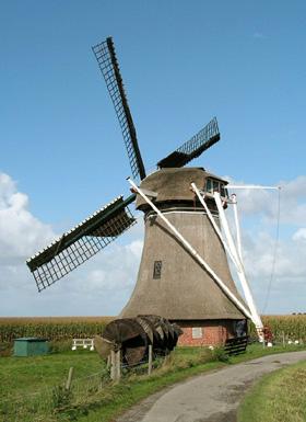 De Hantumermolen, Hantum, Foto: Jan van der Molen (7-10-2006). | Database Nederlandse molens