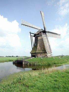 De Huinsermolen, Húns (Huins), Joop Vendrig (8-8-2002)   Database Nederlandse molens