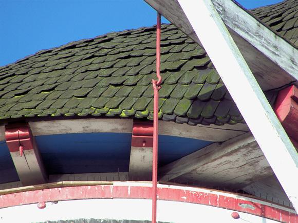 De Kroon / Klarendalse Molen, Arnhem, Jan Bakker (19-12-2008). De eikenhouten schaliën op de kap.   Database Nederlandse molens