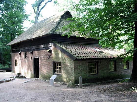 Voorheen Achterste Molen Loenen, Arnhem, D. Arp (14-9-2006) | Database Nederlandse molens