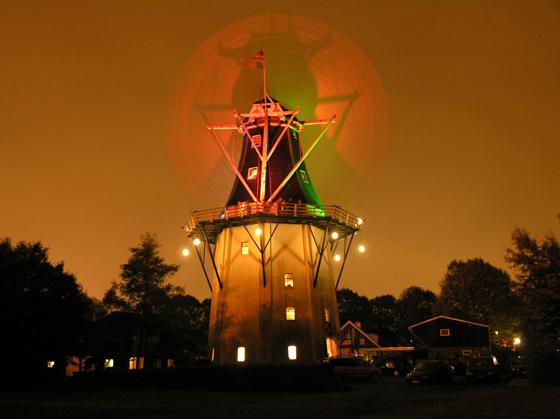 Wilhelmina, Noorderhoogebrug, Avondmalen op De Wilhelmina! W. Jans (28-10-2006).  | Database Nederlandse molens