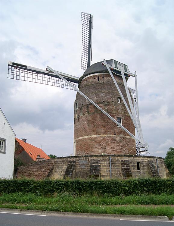 Torenmolen van Gronsveld, Maastricht-Gronsveld, Kees van Drie (17-8-2015) | Database Nederlandse molens