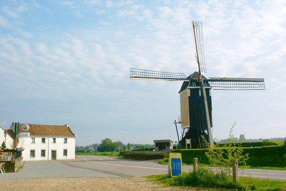 Sint Hubertus, Klein Genhout, Jan van der Molen (1-5-2004) | Database Nederlandse molens