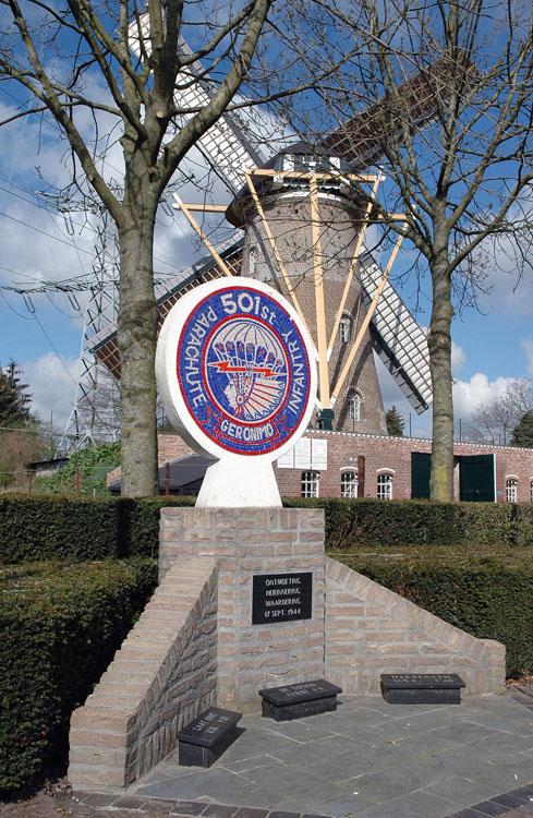 St. Antonius, Eerde, Erwin Janssen (2-4-2012)Geronimo monument. 501 Parachute Infantry Regiment, 17 september 1944.   Database Nederlandse molens