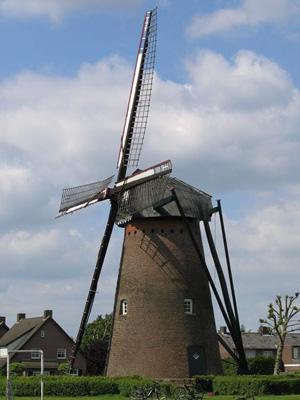 (stenen grondzeiler), Hapert, Gerard Sturkenboom (5-6-2006). | Database Nederlandse molens
