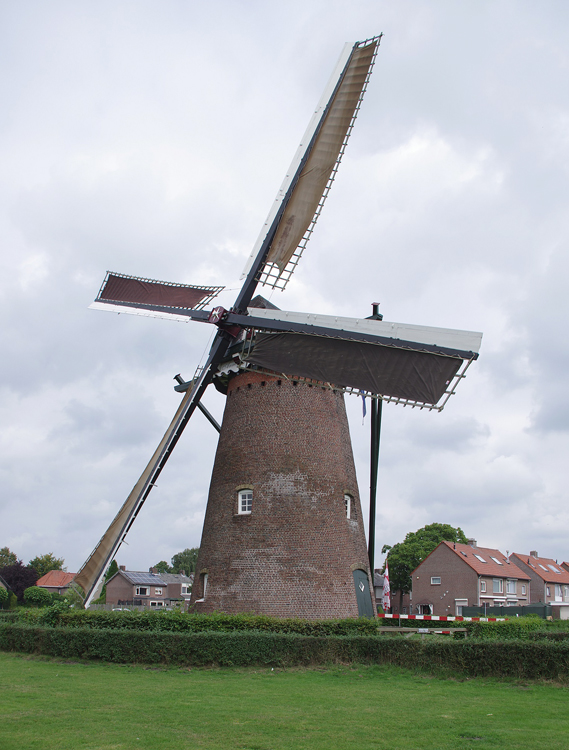 (stenen grondzeiler), Hapert, Frans Bierens (21-9-2013). | Database Nederlandse molens