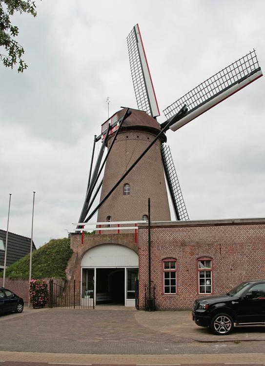 De Pelikaan, Den Dungen-Maaskantje, Ton Koorevaar (11-7-2013). | Database Nederlandse molens