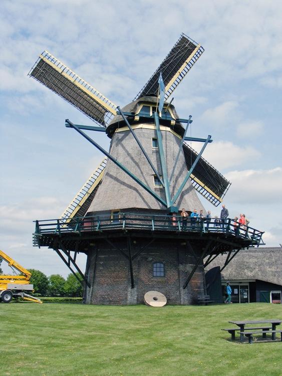 Monnikenmolen, Sint Jansklooster, In verband met een onderhoudsbeurt ontbreken tijdelijk de windborden.  Martin E. van Doornik (23-5-2015). | Database Nederlandse molens