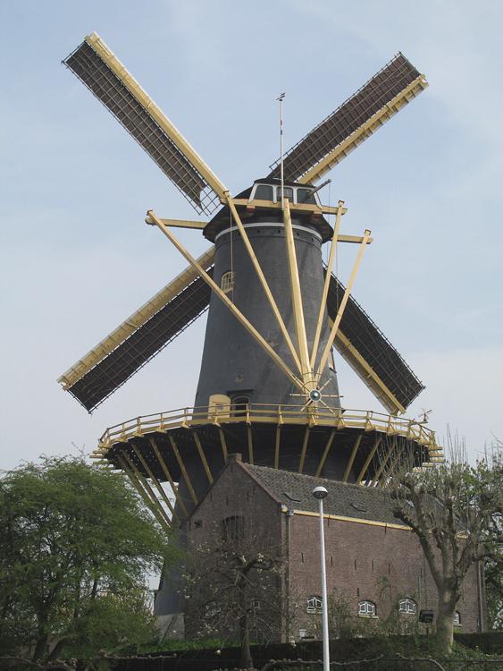 De Windhond, Woerden, Piet Glasbergen (2-4-2014) | Database Nederlandse molens