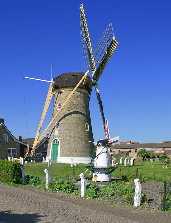 (grondzeiler), Zoutelande, Ton Koorevaar (25-5-2012).   Database Nederlandse molens