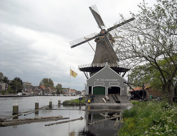 De Salamander, Leidschendam, Charles Stokman (5-5-2012)   Database Nederlandse molens