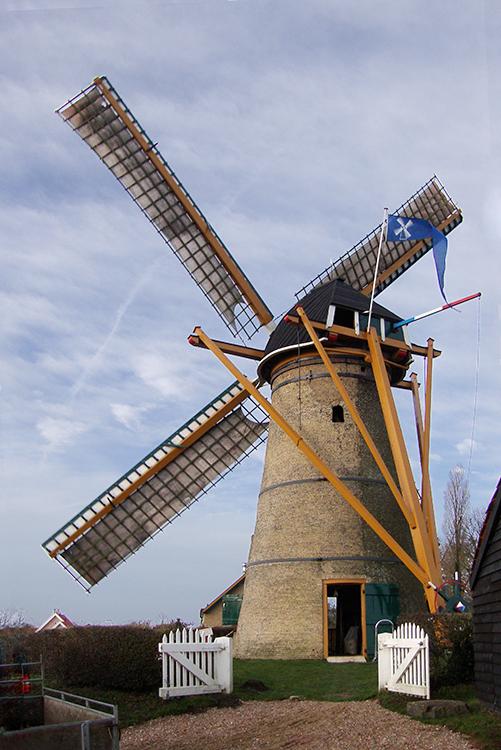 (stenen grondzeiler), Oostvoorne, Jorrit de Laat (24-12-2016)   Database Nederlandse molens