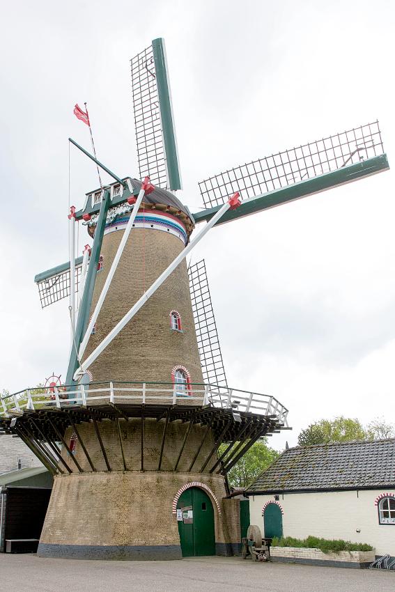 De Zwaan, Ouddorp, Frank Hendriks (14-5-2017)   Database Nederlandse molens