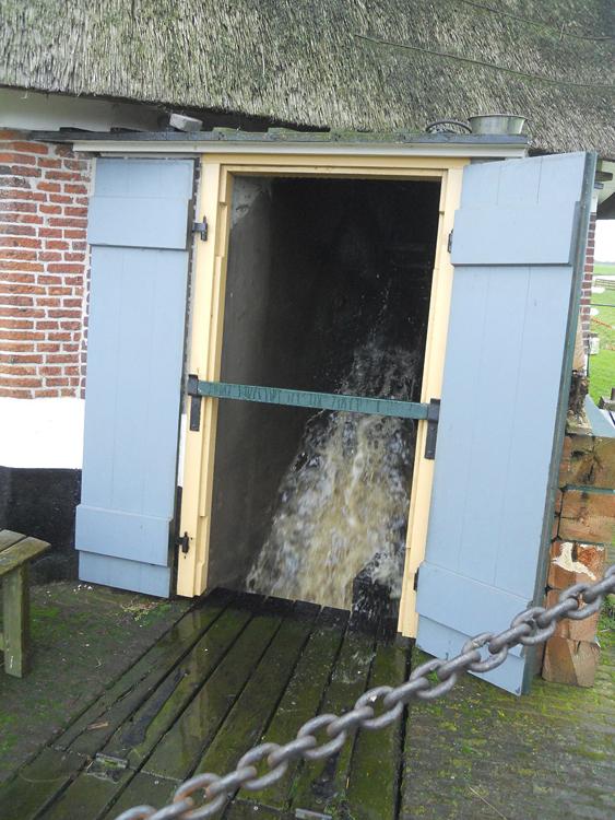 Waterloosmolen, Rijpwetering, Rob Simons (28-10-2012).   Database Nederlandse molens
