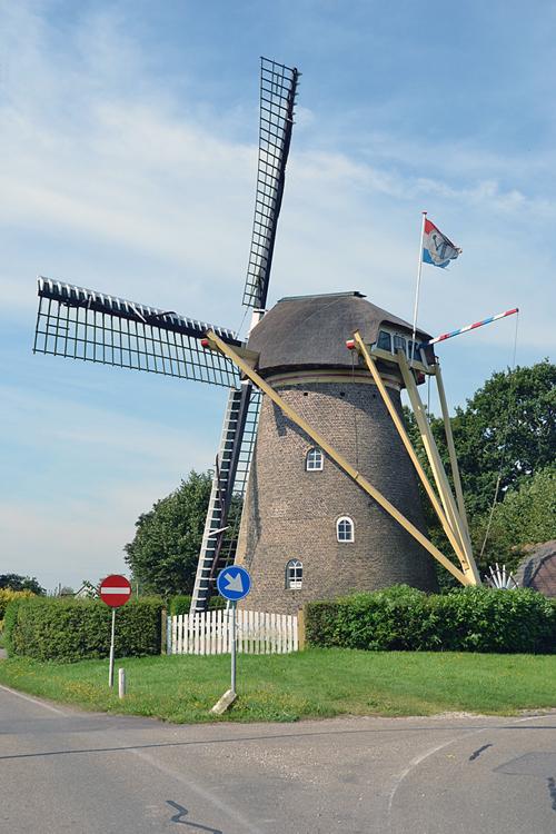 (stenen grondzeiler), Rockanje, Rob Pols (15-8-2012).    Database Nederlandse molens