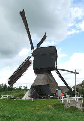 Hoekmolen, Hei- en Boeicop, De Hoekmolen volop malend!  Foto: Gerard Barendse (2007). | Database Nederlandse molens